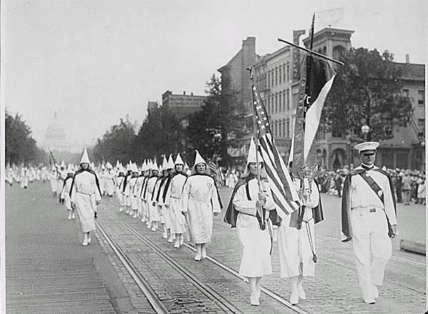Ku_Klux_Klan_members_march_down_Pennsylvania_Avenue_in_Washington,_D.C._in_1928