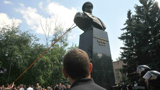 Zhukov_monument_Kharkov